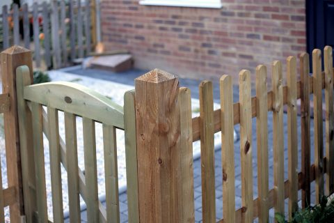 <b>Wooden Fence</b> Fitters in Hampshire