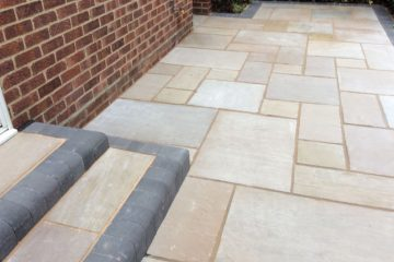 Landscaping company in Elvetham Heath