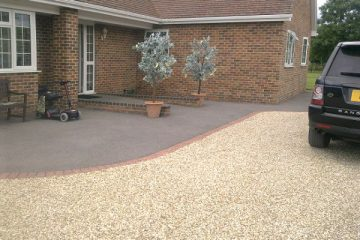 Landscapers in Elvetham Heath